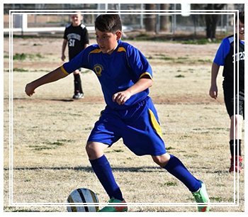 Jonathan Mendoza playing in a soccer game