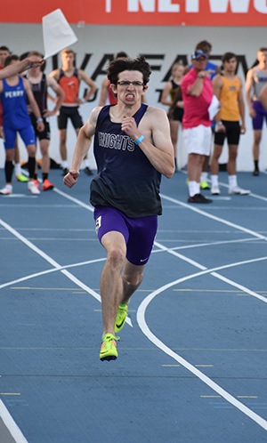 Seanus Raney running in the 400 meter dash