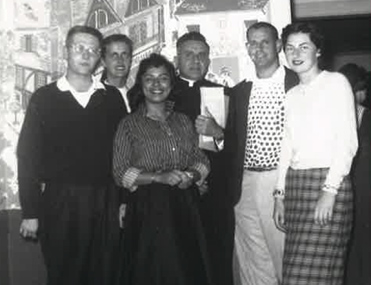 USC Newman Club gathers for welcome week in 1956