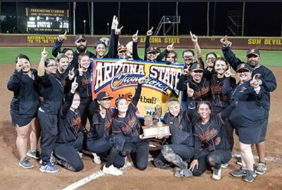 Superior HS Softball team with 2018 state championship trophy