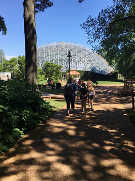 students at the botanical gardens