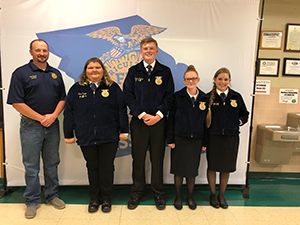 Thomas Owings, Haley Johnston, Alexis Brooks and Emma Pulliam pose with a staff member