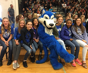 Lobo mascot with students