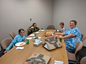 Ms. Muder eats pizza with Carter Maxwell, Paisley Solomon and Claire Williams