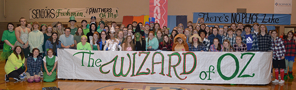 Students with a sign that says The Wizard of OZ