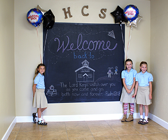 Hermiston students pose in front of a welcome back sign