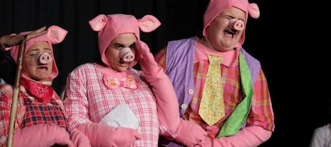 Shrek the Musical - the three little pigs