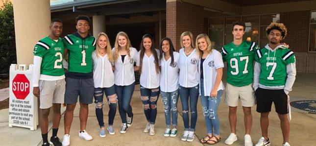 Group of students huddled together smiling