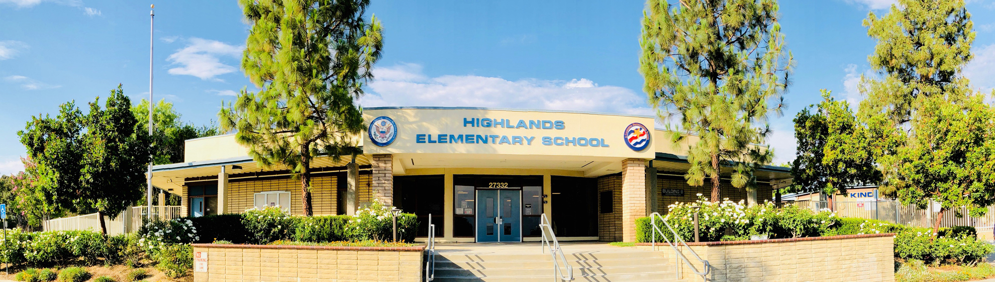front view of Highlands Elementary School