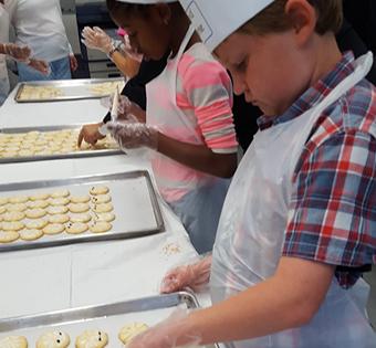 students decorating cookies