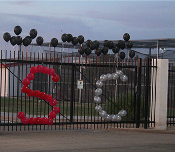 Red and silver balloons in the shape of SC on the school gate