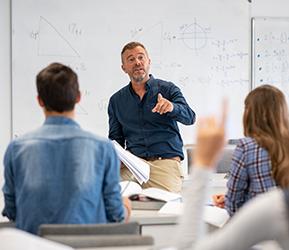 teacher teaching to students