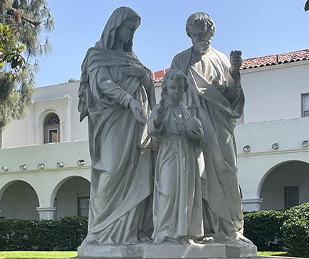 teacher podium, globe, and projector screen