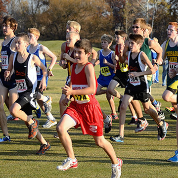 large group of athletes running in a race